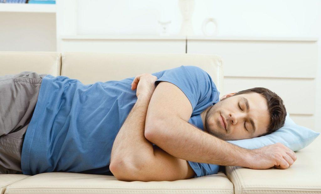 врач объяснил, почему не стоит спать днем